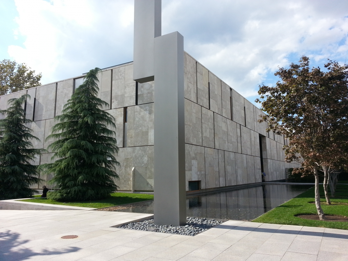 "The Barnes Foundation with the sculpture ""Barnes Totem"" in the foreground"