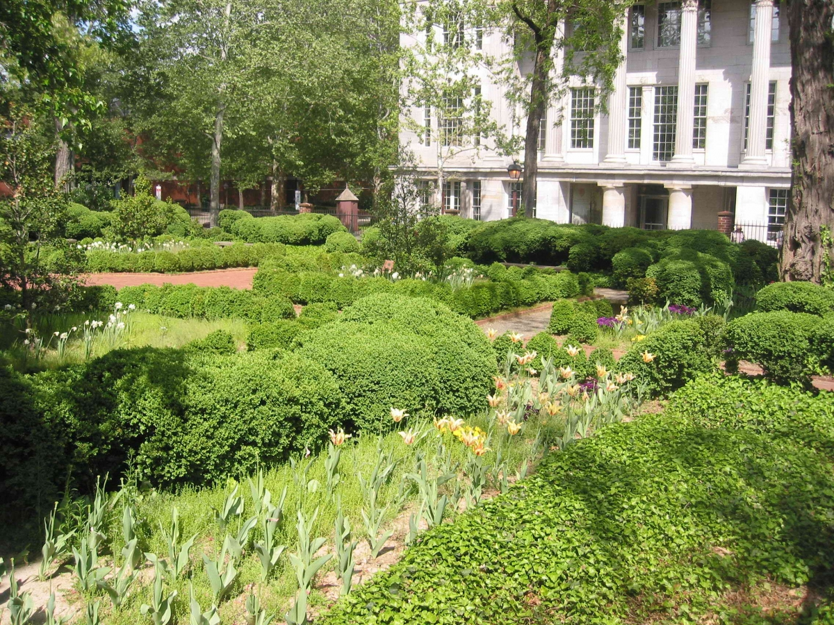 Bishop White Garden   Independence National Historical Park